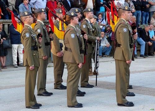 Orden DEF/2046/2014, de 27 de octubre, por la que se aprueban las normas sobre la forma en que el personal militar debe acreditar el derecho a percibir retribuciones.